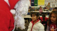 Preside vieta Babbo Natale e bastoncini di zucchero a scuola
